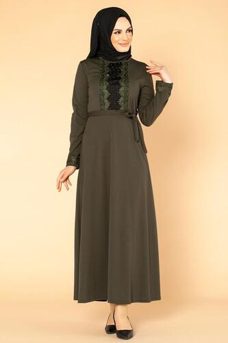 Modaebva - Ön Ve Kol İnci Detay Tesettür Elbise-1723 Hakiyeşil